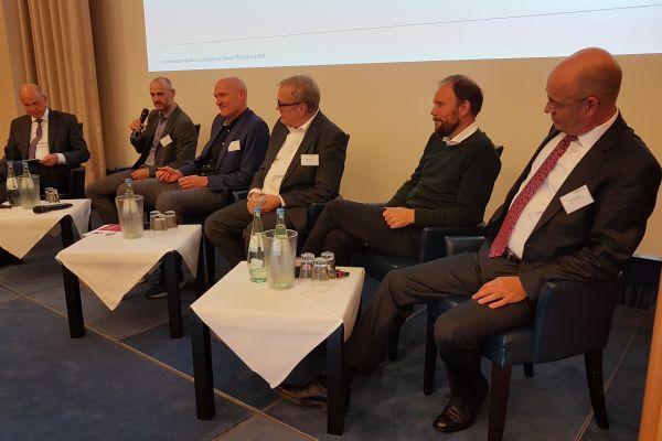 Diskussionsrunde am Nachmittag (v.l.n.r.): Dr. Timm Kehler, Rene Eickhoff, Stefan Thiel, Hans-Jürgen Jahn, Dr. Tillmann von Schroeter und Marcus Böske.