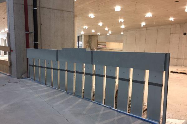 """Der """"Airconomy""""-Zuluft-Kanalverteiler: Die Luftkanäle wurden in die Fußbodenheizung integriert – die Luft strömt dabei unter den Heizrohren entlang."""