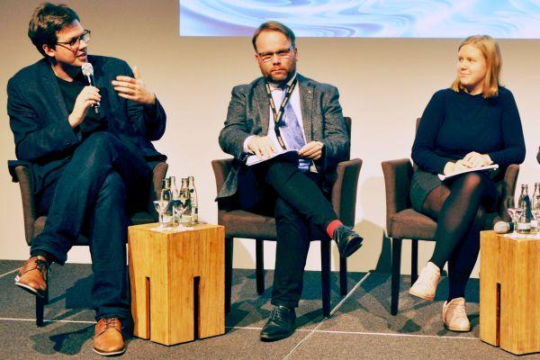 Erreichen wir die Klimaziele 2030? Es diskutierten (v.l.n.r.): Dr. Lukas Köhler (MdB, FDP), Timon Gremmels (MdB, SPD), Emma Fuchs (Fridays for Future), Dr. Julia Verlinden (MdB, Bündnis 90/die Grünen) und Prof. Dr.-Ing. Volker Quaschning (Scientists for Future). Die einhellige Meinung: nicht mit dem Klimapaket.