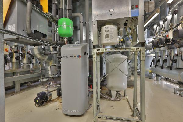 """Der """"SpiroPress Multicontrol"""" mit einem Expansionsgefäß von 125 Litern. Zusätzlich ist eine Vakuumentgasung umgesetzt."""