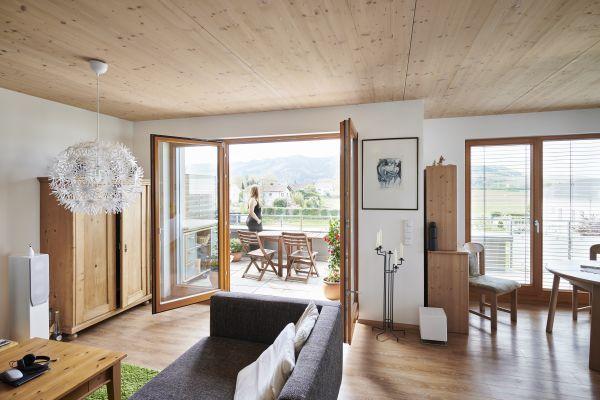 Neue Berechnungsgrundlagen: Der Außenluftvolumenstrom  für große Wohnflächen hat sich reduziert. Die Fensterlüftung kann zur Intensivlüftung einbezogen werden, aber die Auslegung des Systems basiert weiterhin auf der Nennlüftung.