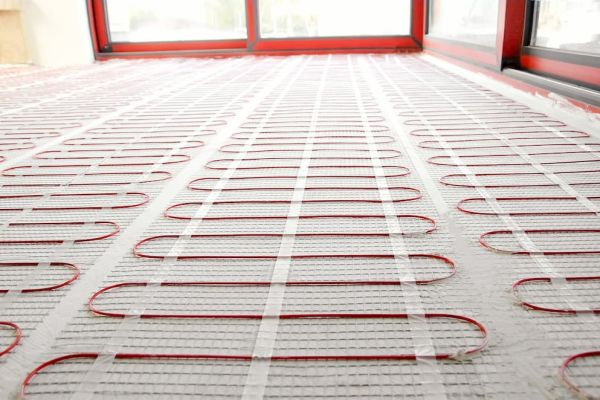 Das Bild zeigt eine elektrische Fußbodenheizung