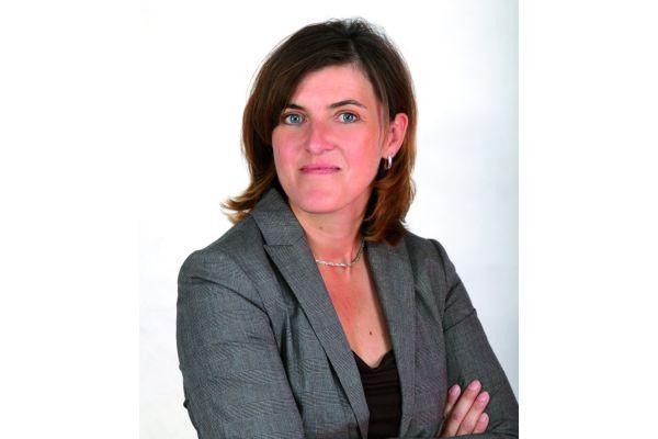 Porträt von Beate Schmidt-Menig.