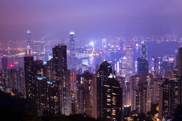 Das Bild zeigt die Skyline einer Metropole.