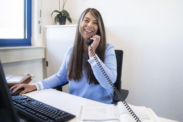 """Kundenkontakt zeitweise nur noch telefonisch und per Mail: Buderus-Außendienstmitarbeiterin Kerstin Bär freut sich, ebenso wie """"ihre"""" Handwerkspartner, über schrittweise Lockerungen."""