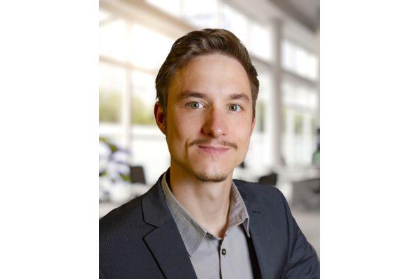 Porträt von Bastian Elscheid.