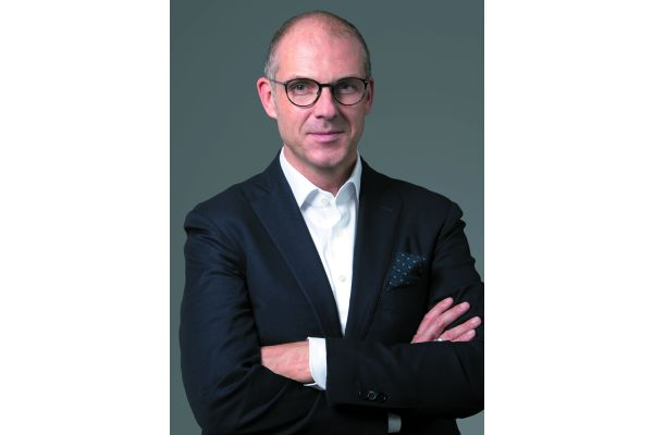 Als Regional Vice President Central Europe verspricht Alexander Zeeh: