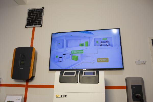 M-Tec setzt auf Unabhängigkeit in der Energieversorgung des Eigenheims – durch Wärmepumpe, Photovoltaik, Speicher und Elektromobilität, gesteuert über das Energiemanagementsystem E-Smart.
