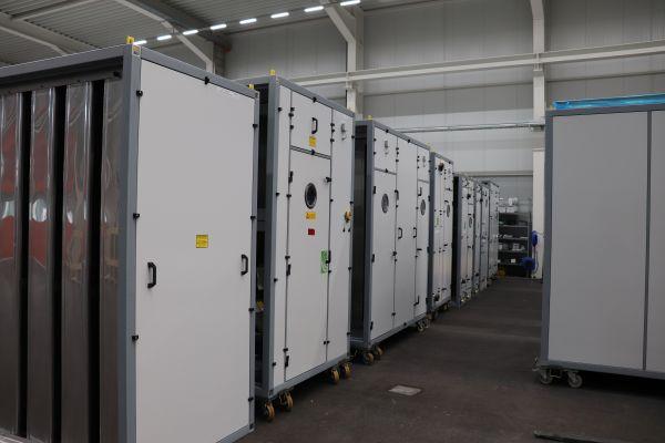 Mehrere RLT-Geräte in einem Raum.