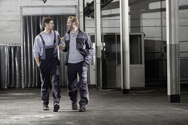 Berufskleidung: Was ist bei einer Ganzjahresausstattung zu beachten?