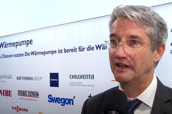 """""""Gemessen an den installierten Wärmeerzeugern wachsen Wärmepumpenverkäufe in Deutschland auf einem insgesamt zu niedrigen Niveau, um das klimafreundliche Potential der Technologie zu nutzen"""", so Dr. Volker Breisig von PwC."""