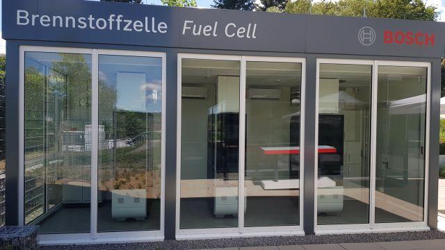 Die Brennstoffzellen-Pilotanlage von Bosch am Standort Wernau von außen.