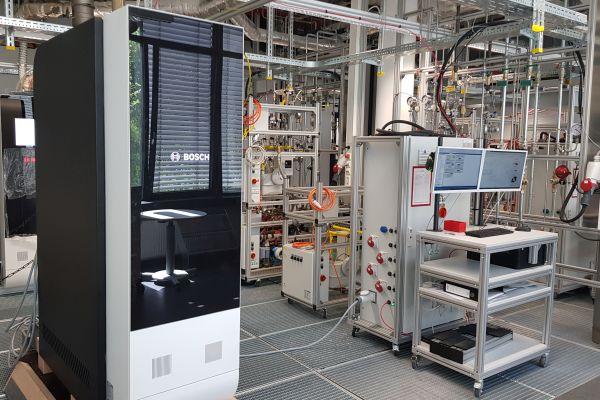 Blick ins Prüflabor für Brennstoffzellensysteme von Bosch in Wernau.