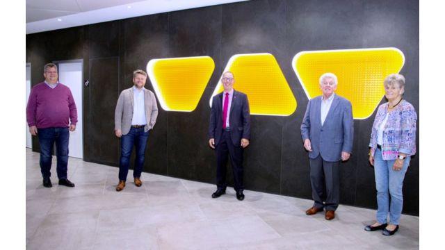 Das Bild zeigt (von links nach rechts): Udo Schlüter, Marc Schlüter, Rainer Reichelt, Werner Schlüter, Bärbel Schlüter.