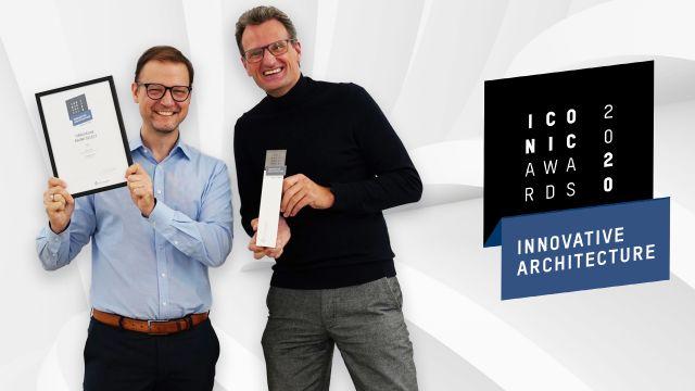 Das Bild zeigt Marc André Palm und Jan Heisterhagen mit der Auszeichnung.