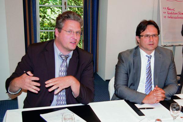 Das Bild zeigt Dr. Torsten Richter (Fa. Kurita Europe APW) und Dr. Robertino Turkovic (TZW Karlsruhe).