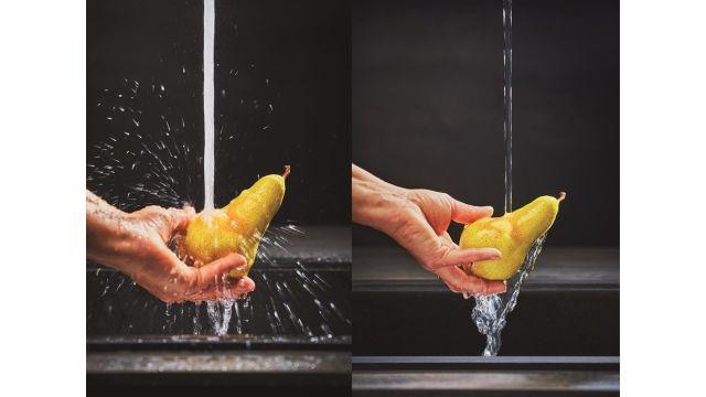 Der weiche und flüsterleise Laminarstrahl von Franke reduziert das Spritzverhalten deutlich – für mehr Hygiene und Komfort bei der Küchenarbeit.
