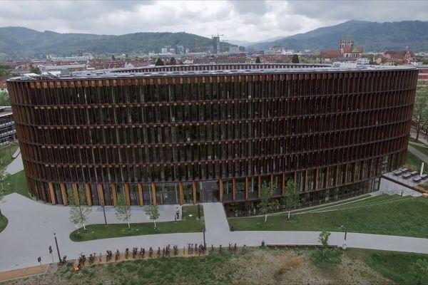 Stadt Freiburg bekommt öffentliches Netto-Nullenergiegebäude