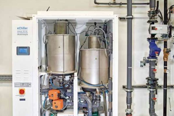 """Der Serien-Kaltwassersatz """"eChiller"""" nutzt das natürliche Kältemittel Wasser (R718) und ist damit von allen kältemittelrelevanten Umwelt- und Sicherheitsvorschriften ausgenommen."""