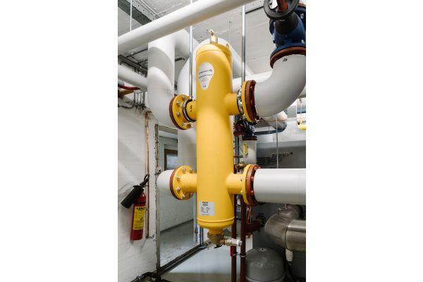 """Der Blick in die Praxis: """"SpiroCross All-in-one"""", DN 100, als hydraulische Weiche installiert."""