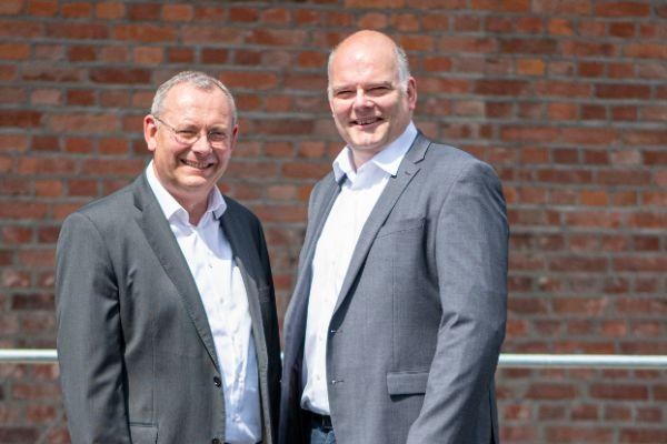 Karl Stuhlenmiller (links) und Burkhard Max, Geschäftsführer des Systemtechnik-Spezialisten tecalor.