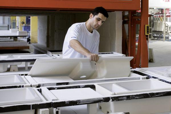 Blanco gliedert Keramik-Spülenfertigung aus