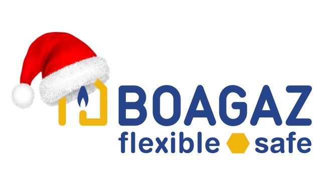 Boagaz-Logo mit Weihnachtsmannmütze.