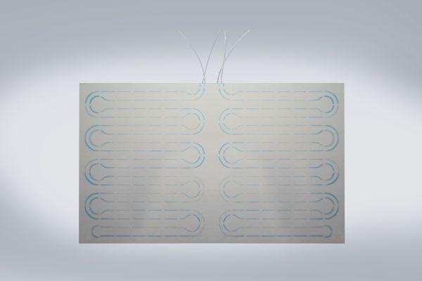 Neu im Empur-Programm ist ein spachtelfertiges Decken- und Wandelement zum Heizen und Kühlen auf Basis einer speziellen Gipskartonplatte mit rückseitiger Isolierung. Um eine einfache Montage zu gewährleisten, sind der Rohrverlauf, die möglichen Befestigungspunkte der Platte und die zulässigen Schnittlinien auf die Gipskartonplatte aufgedruckt.
