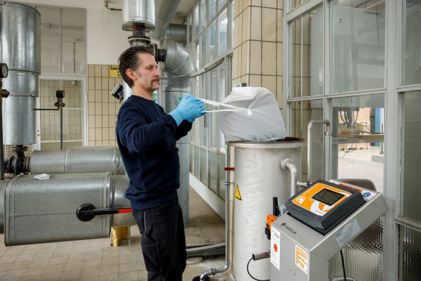 Mit Beutelsystemen gelingt der Wechsel des Aufbereitungsmaterials sicher, sauber und einfach.