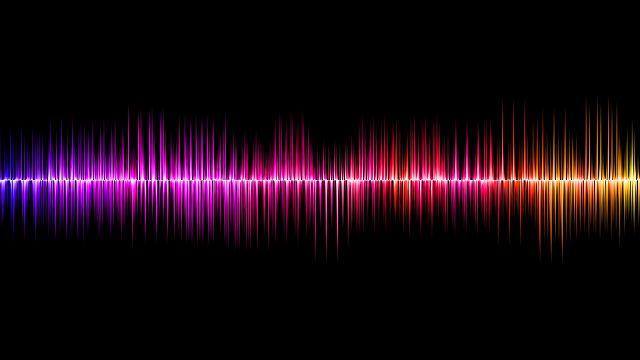 Eine Schallwelle in verschiedenen Farben auf schwarzem Hintergrund.