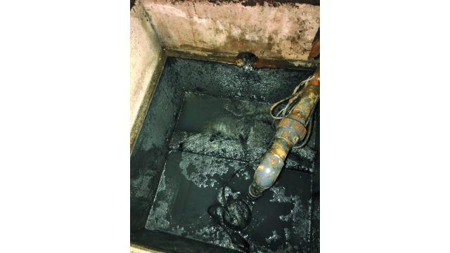 Häufig teils sich der Schacht seiner Umgebung fast zwangsläufig in Form von Geruchsemissionen mit.