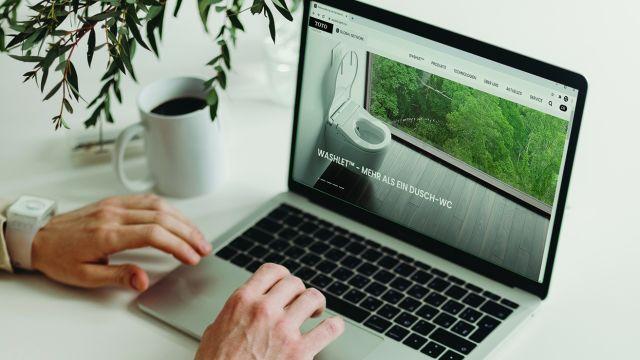 Das Bild zeigt die TOTO-Website.