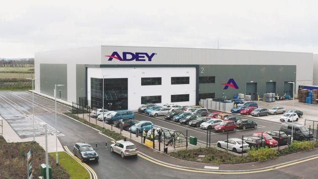 Das Bild zeigt den Adey-Neubau.