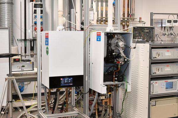 """In der Erprobung: """"H2-Ready""""-Brennwertgeräte für den Betrieb mit reinem Wasserstoff bei Viessmann Climate Solutions."""