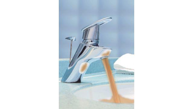 Braunes Wasser aus der Leitung oder Druckabfall gelten als eindeutige Zeichen für marode und rostige Trinkwasserleitungen. Aber auch kalkhaltiges Wasser macht den Rohren auf Dauer zu schaffen. Abhilfe ermögliche eine Innensanierung mit Kunststoff, sagt der Anbieter Risan.