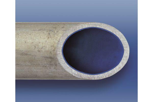 Bild 2: In durchschnittlich 70 Prozent aller Wasserleitungen hat sich eine Rost- und Kalkschicht abgelagert (Bild 1), die die Rohrstruktur schädigt. Mit einer Rohrinnensanierung (Bild 2) könne ein Austausch vermieden und die Leitung dauerhaft versiegelt werden, so das Starnberger Unternehmen Risan.