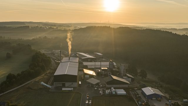 Foto: Die in Wunsiedel entstehende Anlage zur CO2-freien Erzeugung von grünem Wasserstoff steht für die sektorübergreifende Nutzung erneuerbarer Energien.