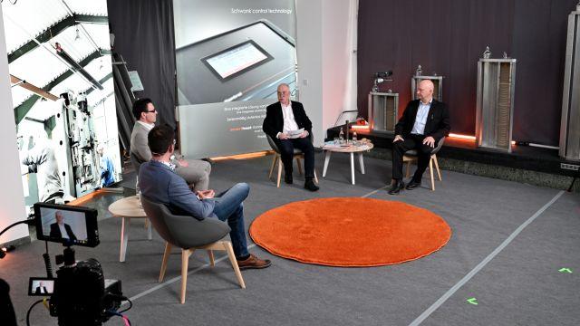 DAs Bild zeigt die Teilnehmer des Round-Table von Schwank.