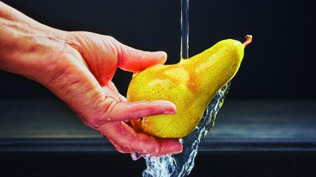 """Wasser muss fließen, aber hygienisch – deswegen werden Trinkwasser-Installationen immer """"schlanker"""" dimensioniert."""