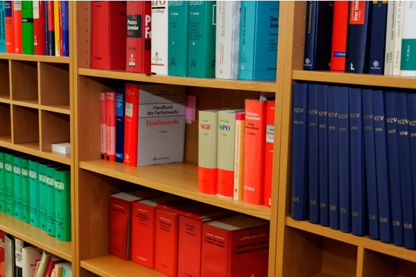 Die Grundlage der Umsetzung des Brandschutzes bilden die rechtlichen Vorgaben.