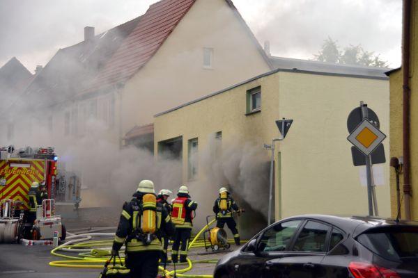 Kommt es letztendlich zu einem Brandereignis, zählen Löscharbeiten zum abwehrenden Brandschutz.