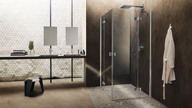 """Das Bild zeigt ein Badambiente mit der Duschserie """"Dynamic""""."""