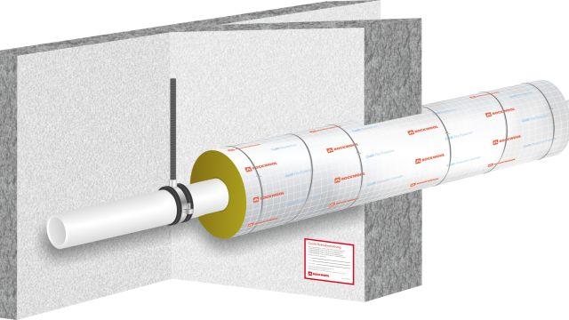 Das Bild zeigt eine Rohrabschottung mit Kennzeichnungsschild.