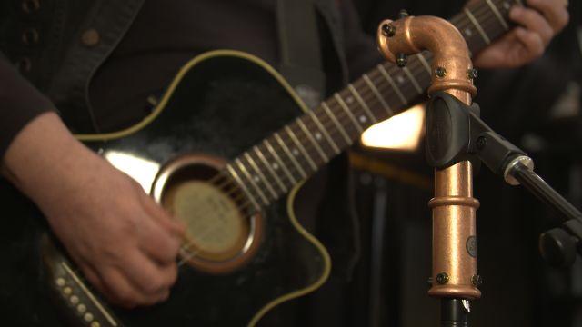 Das Bild zeigt ein Mikrofon aus Sanha-Kupferfittings.