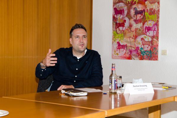 """Bastian Kreusing, Leiter Marketing und Kommunikation, SOLIDpower GmbH """"Die Wasserstoffstrategie 2020 der Bundesregierung gibt dem Energieträger Wasserstoff gehörig Schub und einen klaren Auftrag im Kontext der Energiewende."""""""