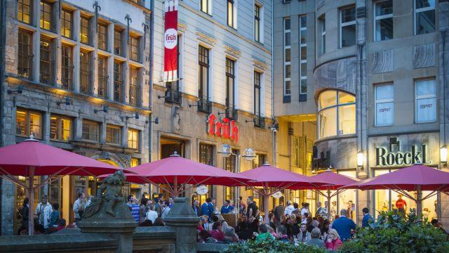 """Foto: Das """"Brauhaus Früh"""" gegenüber dem Kölner Dom gehört zu den bekanntesten Lokalen der Stadt."""