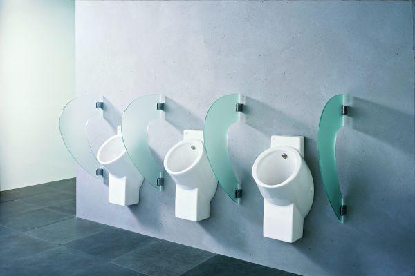 Das Bild zeigt Keramag-Urinal in einem öffentlichen Waschraum.