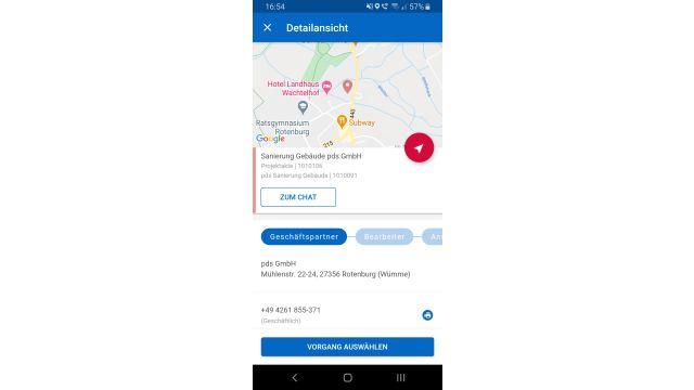 Screenshot: Sämtliche Details zu einer Baustelle lassen sich direkt einsehen. Auch ein Chat mit weiteren beteiligten Personen ist möglich.