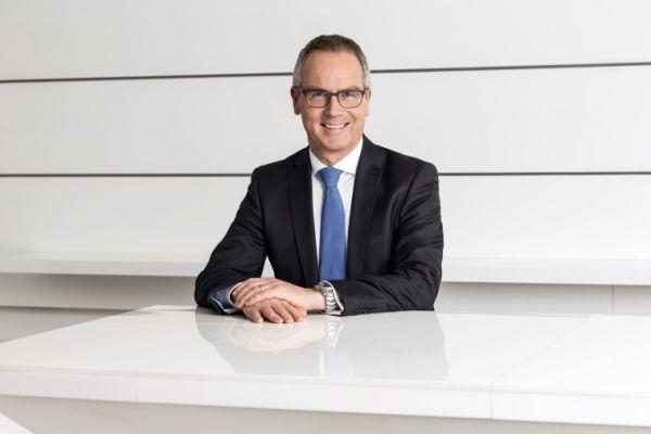 Reinhard Mayer wechselt Arbeitgeber und Branche