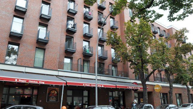 """In der Referenz: das Appartementhaus """"Silbersteinstraße"""" in Berlin umfasst 170 Wohneinheiten in fünf Stockwerken, Foto Genath."""